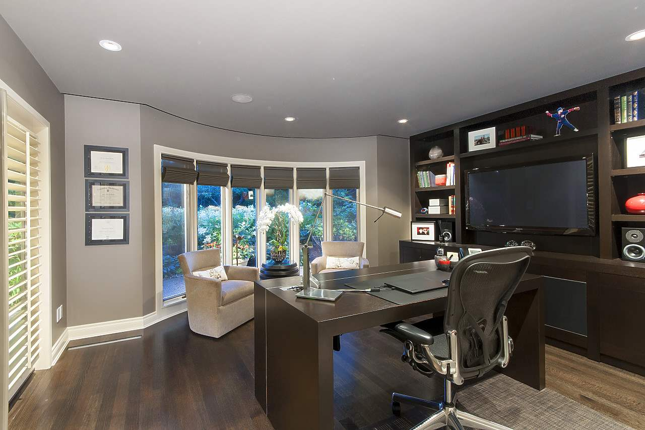 Detached at 580 SOUTHBOROUGH DRIVE, West Vancouver, British Columbia. Image 14