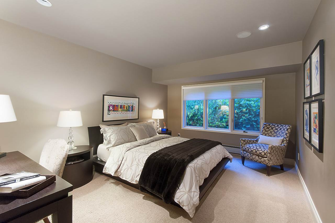 Detached at 580 SOUTHBOROUGH DRIVE, West Vancouver, British Columbia. Image 15