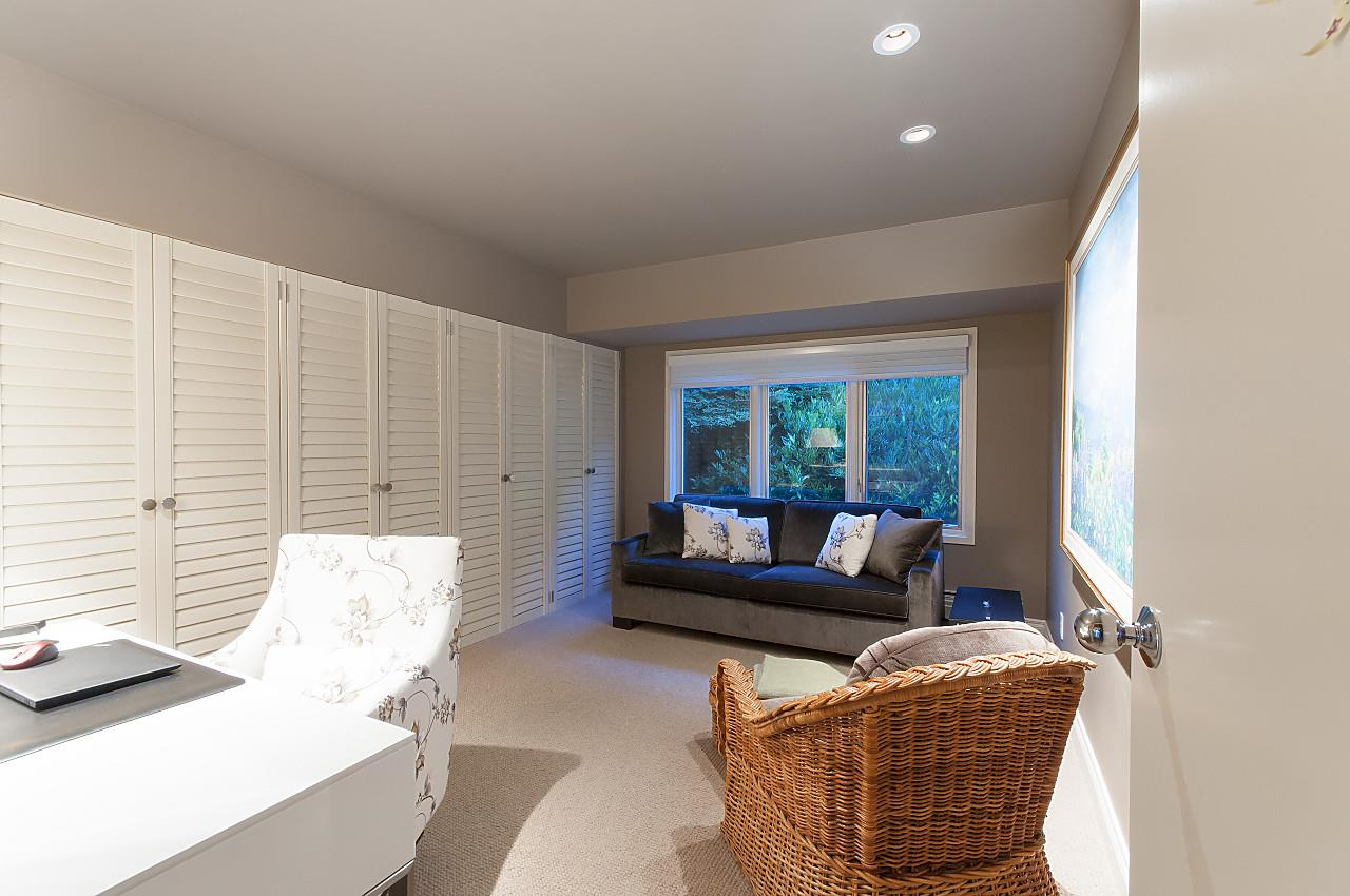 Detached at 580 SOUTHBOROUGH DRIVE, West Vancouver, British Columbia. Image 16