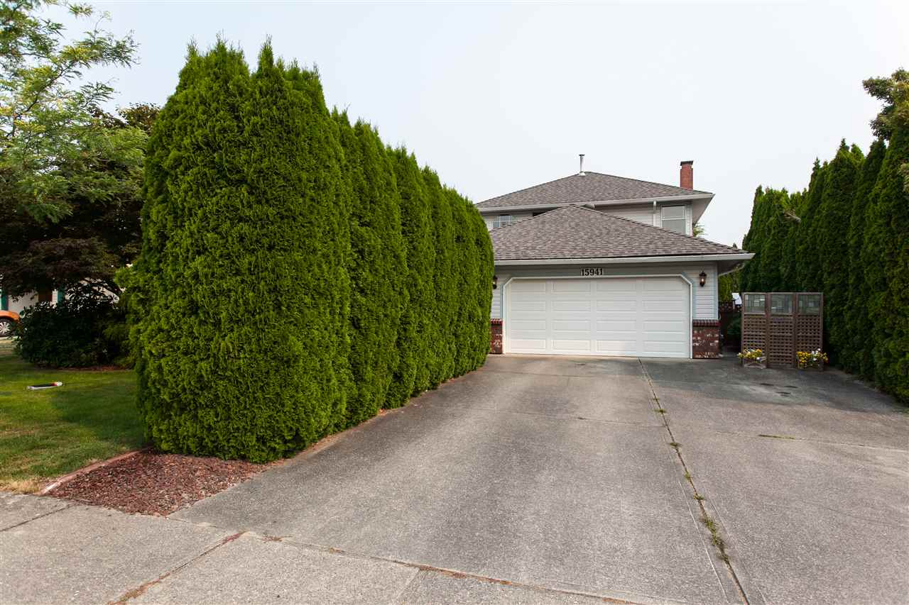 Detached at 15941 89 AVENUE, Surrey, British Columbia. Image 2
