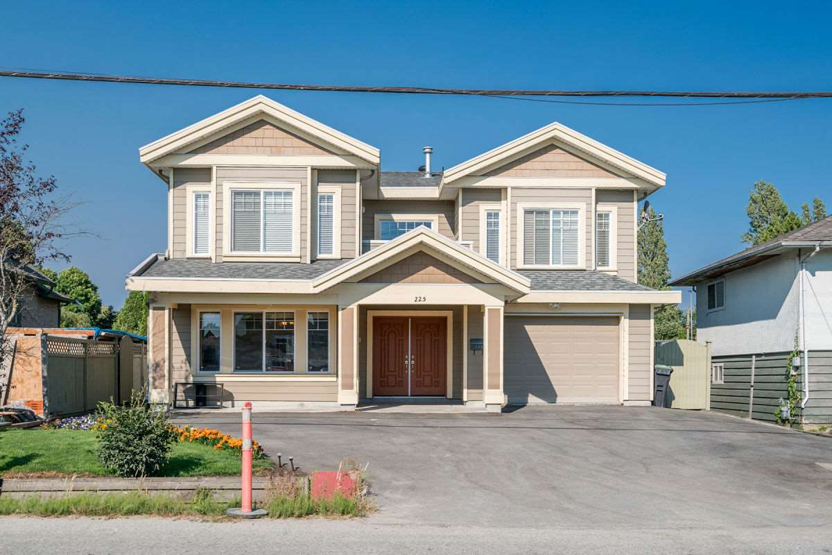 Detached at 225 HOWES STREET, New Westminster, British Columbia. Image 1