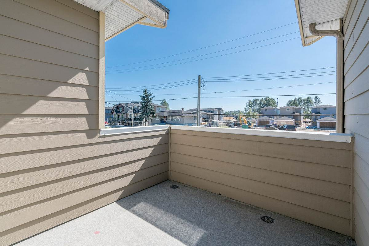 Detached at 225 HOWES STREET, New Westminster, British Columbia. Image 5