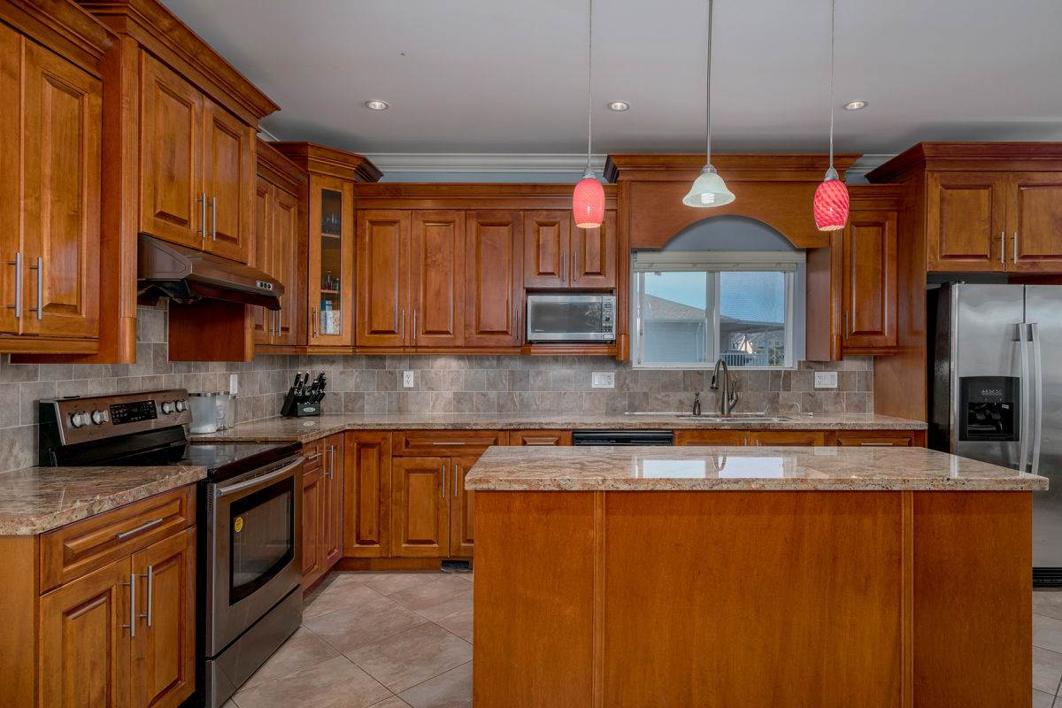 Detached at 225 HOWES STREET, New Westminster, British Columbia. Image 6