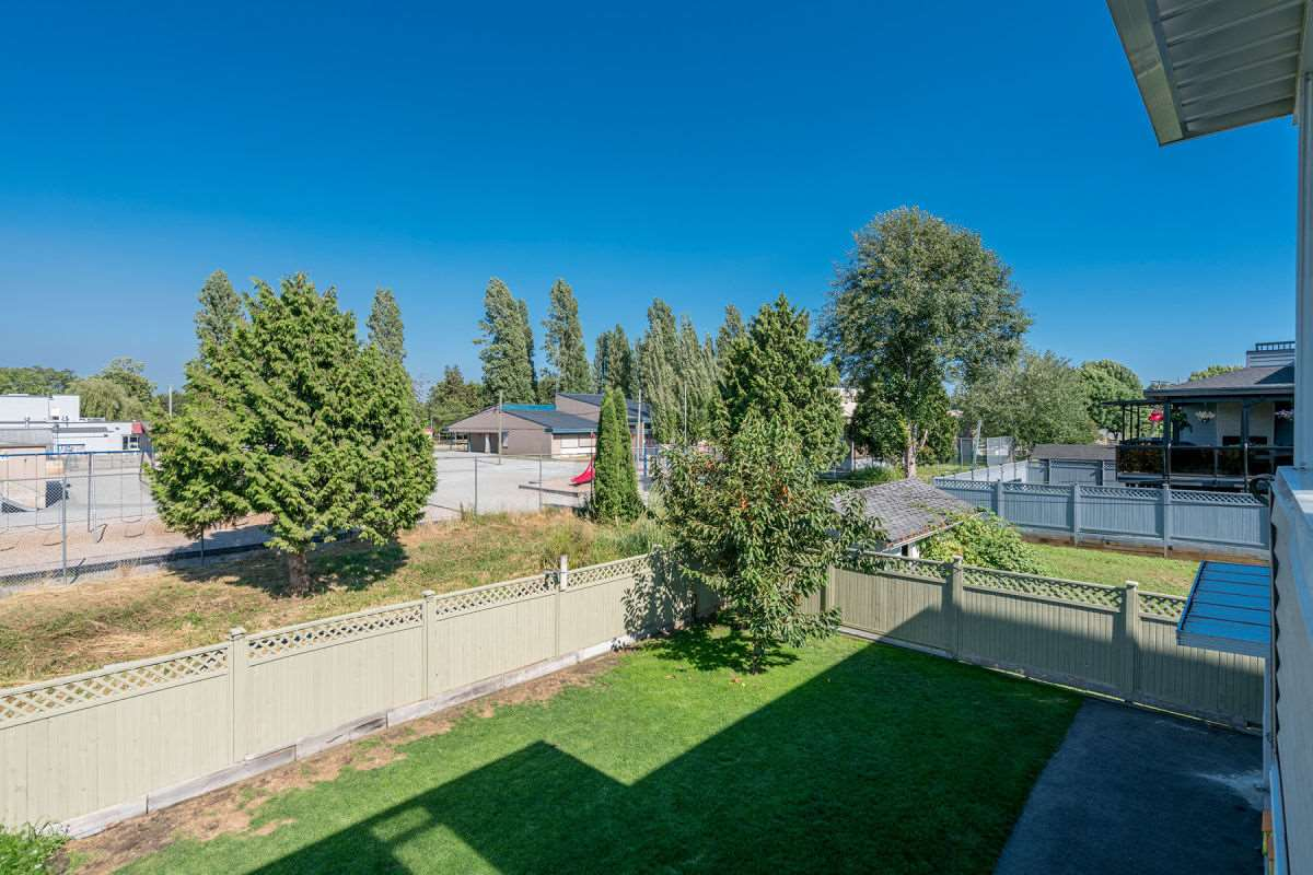 Detached at 225 HOWES STREET, New Westminster, British Columbia. Image 10