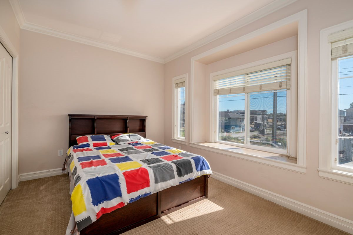 Detached at 225 HOWES STREET, New Westminster, British Columbia. Image 11