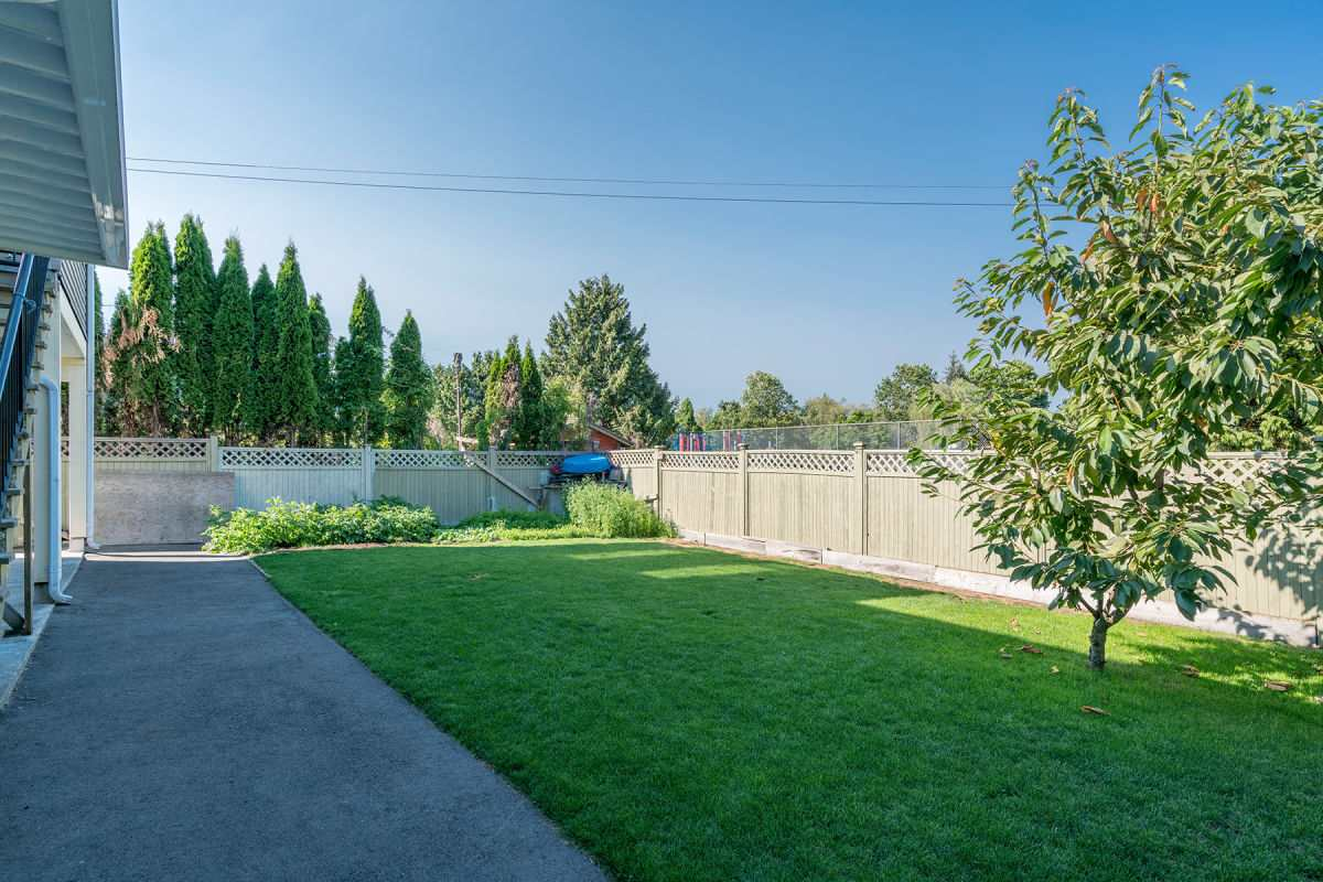 Detached at 225 HOWES STREET, New Westminster, British Columbia. Image 19