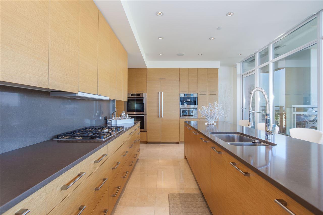 Condo Apartment at PH1 1473 JOHNSTON ROAD, Unit PH1, South Surrey White Rock, British Columbia. Image 15