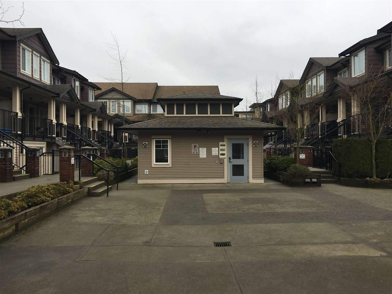 Townhouse at 107 13958 108 AVENUE, Unit 107, North Surrey, British Columbia. Image 3