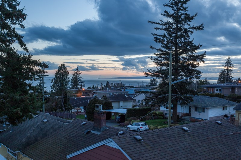 Detached at 1268 MAPLE STREET, South Surrey White Rock, British Columbia. Image 4