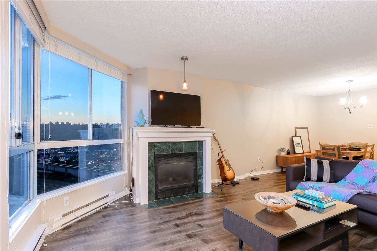 Condo Apartment at 1502 1245 QUAYSIDE DRIVE, Unit 1502, New Westminster, British Columbia. Image 2