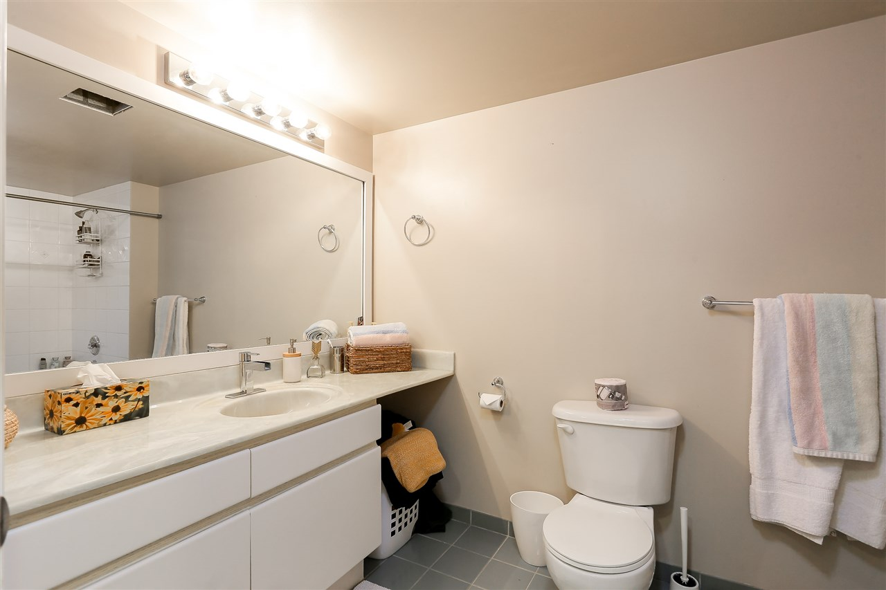 Condo Apartment at 1502 1245 QUAYSIDE DRIVE, Unit 1502, New Westminster, British Columbia. Image 12