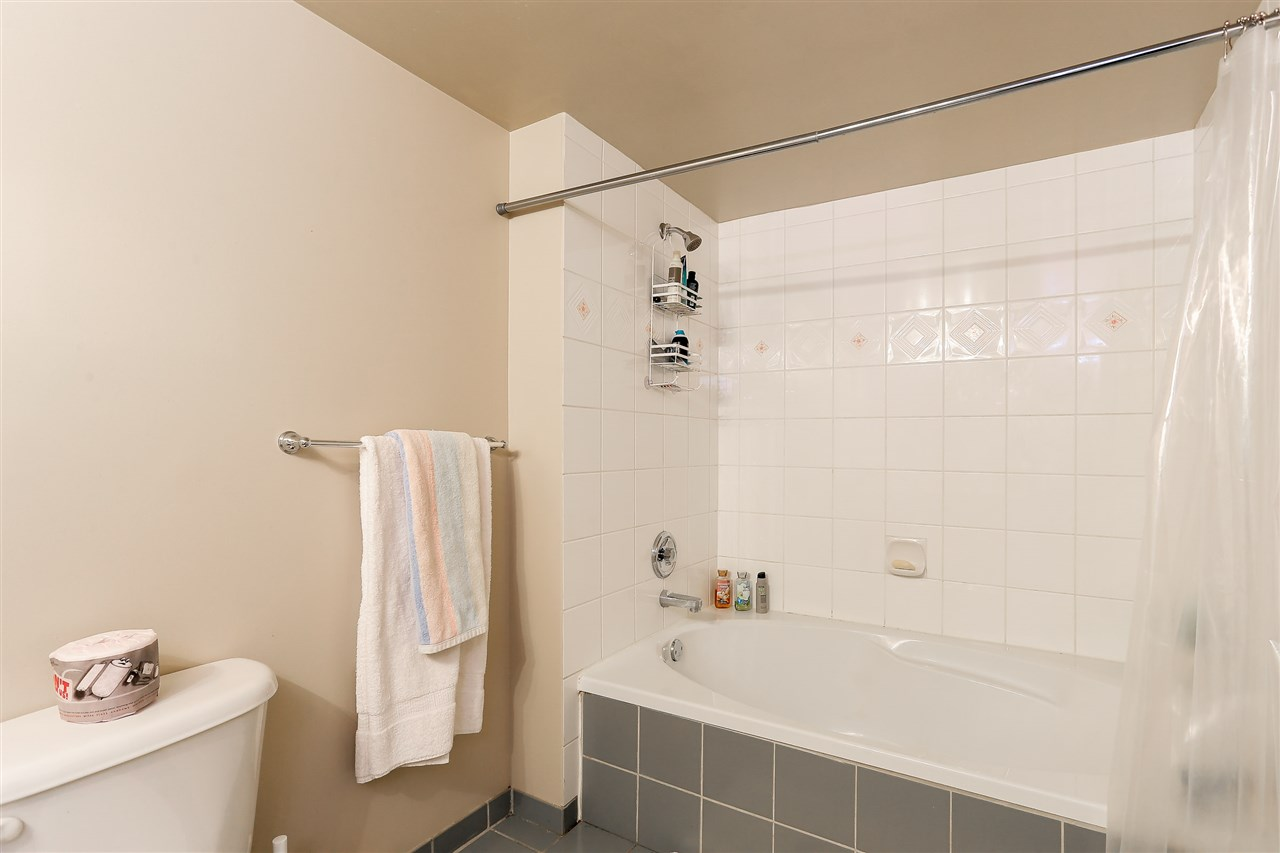 Condo Apartment at 1502 1245 QUAYSIDE DRIVE, Unit 1502, New Westminster, British Columbia. Image 13