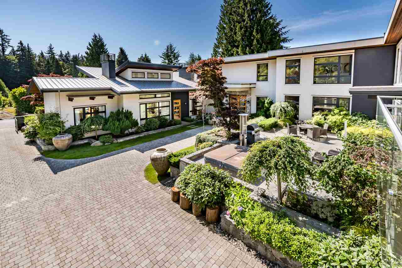 Detached at 585 SOUTHBOROUGH DRIVE, West Vancouver, British Columbia. Image 1