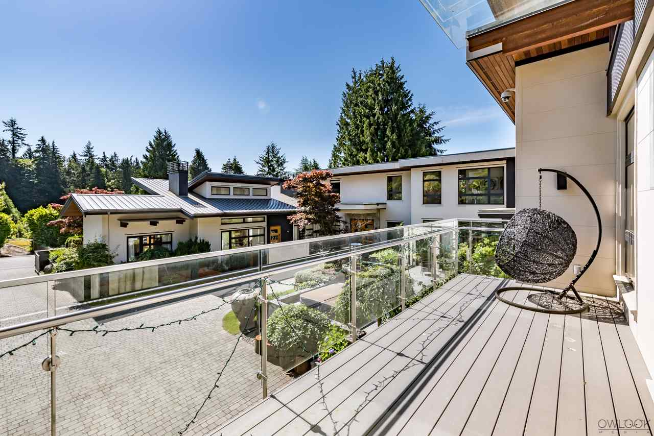Detached at 585 SOUTHBOROUGH DRIVE, West Vancouver, British Columbia. Image 3
