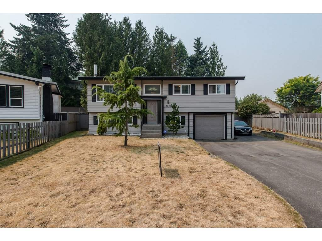 Detached at 32531 ORIOLE CRESCENT, Abbotsford, British Columbia. Image 1