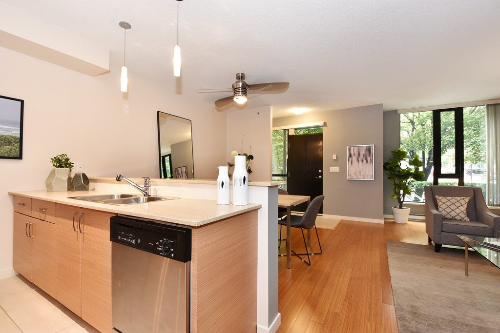 Townhouse at 318 SMITHE STREET, Vancouver West, British Columbia. Image 11