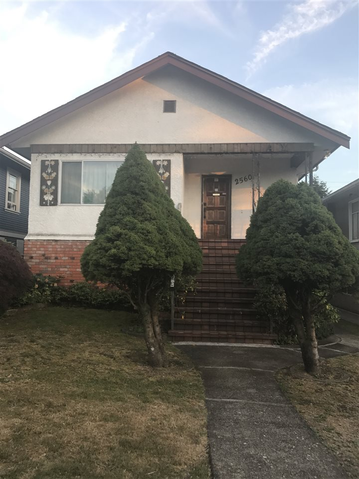 Detached at 2560 DUNDAS STREET, Vancouver East, British Columbia. Image 1