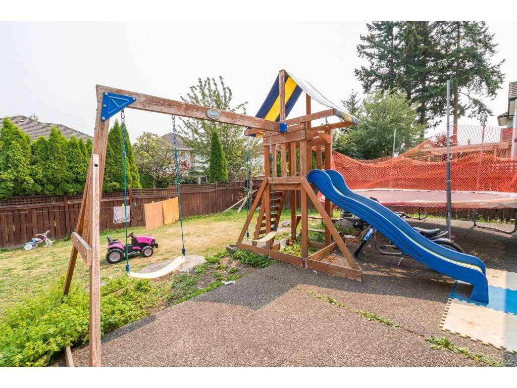 Detached at 7310 146 STREET, Surrey, British Columbia. Image 19