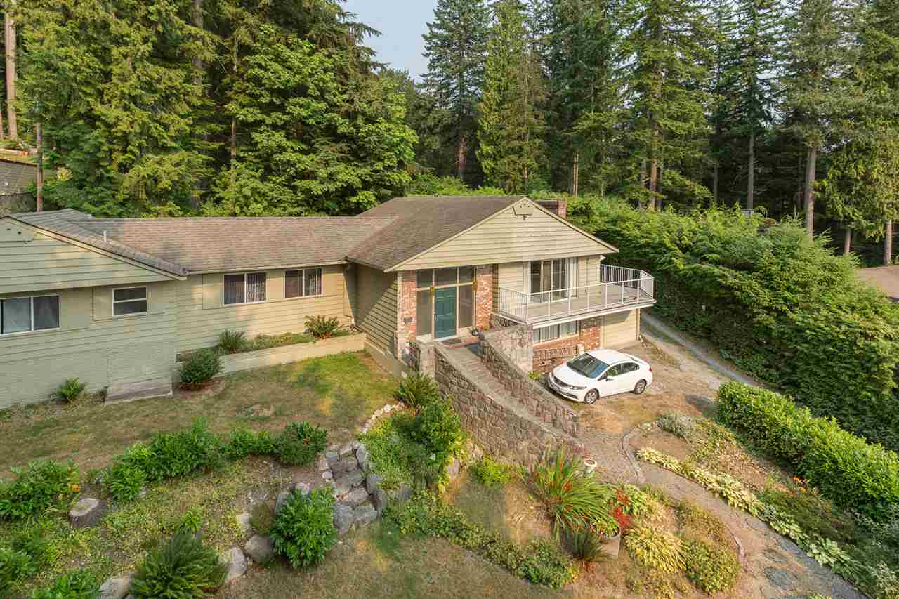 Detached at 4320 PROSPECT ROAD, North Vancouver, British Columbia. Image 2