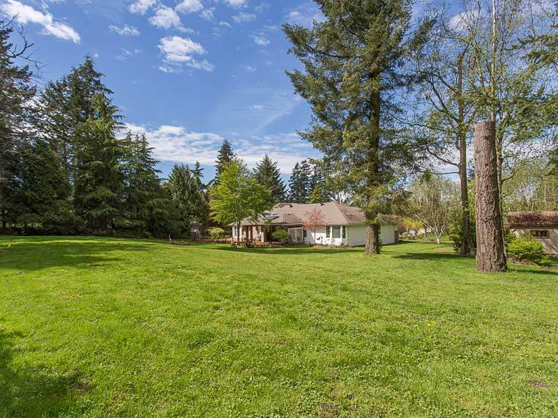 Detached at 17154 26A AVENUE, South Surrey White Rock, British Columbia. Image 4