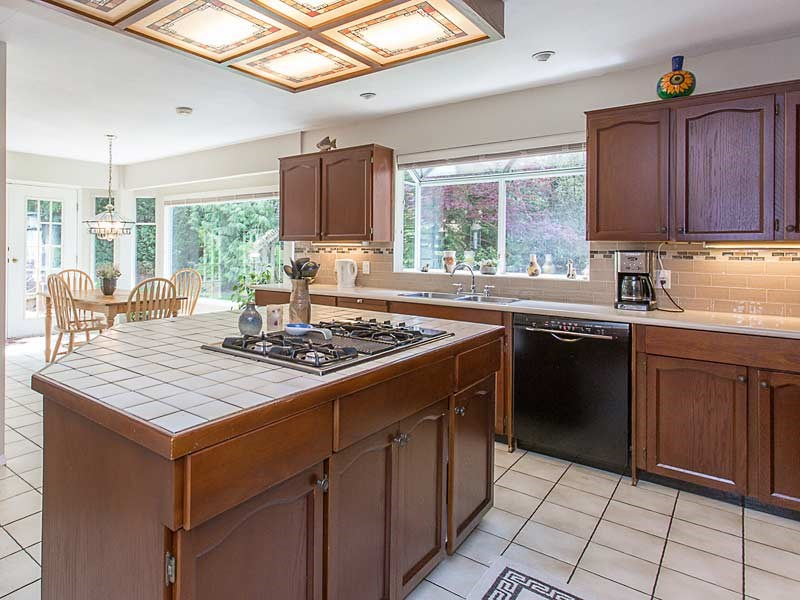 Detached at 17154 26A AVENUE, South Surrey White Rock, British Columbia. Image 10