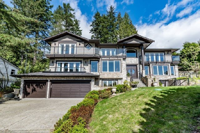 Detached at 3939 VIEWRIDGE PLACE, West Vancouver, British Columbia. Image 2