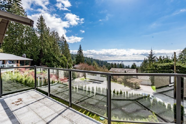 Detached at 3939 VIEWRIDGE PLACE, West Vancouver, British Columbia. Image 3