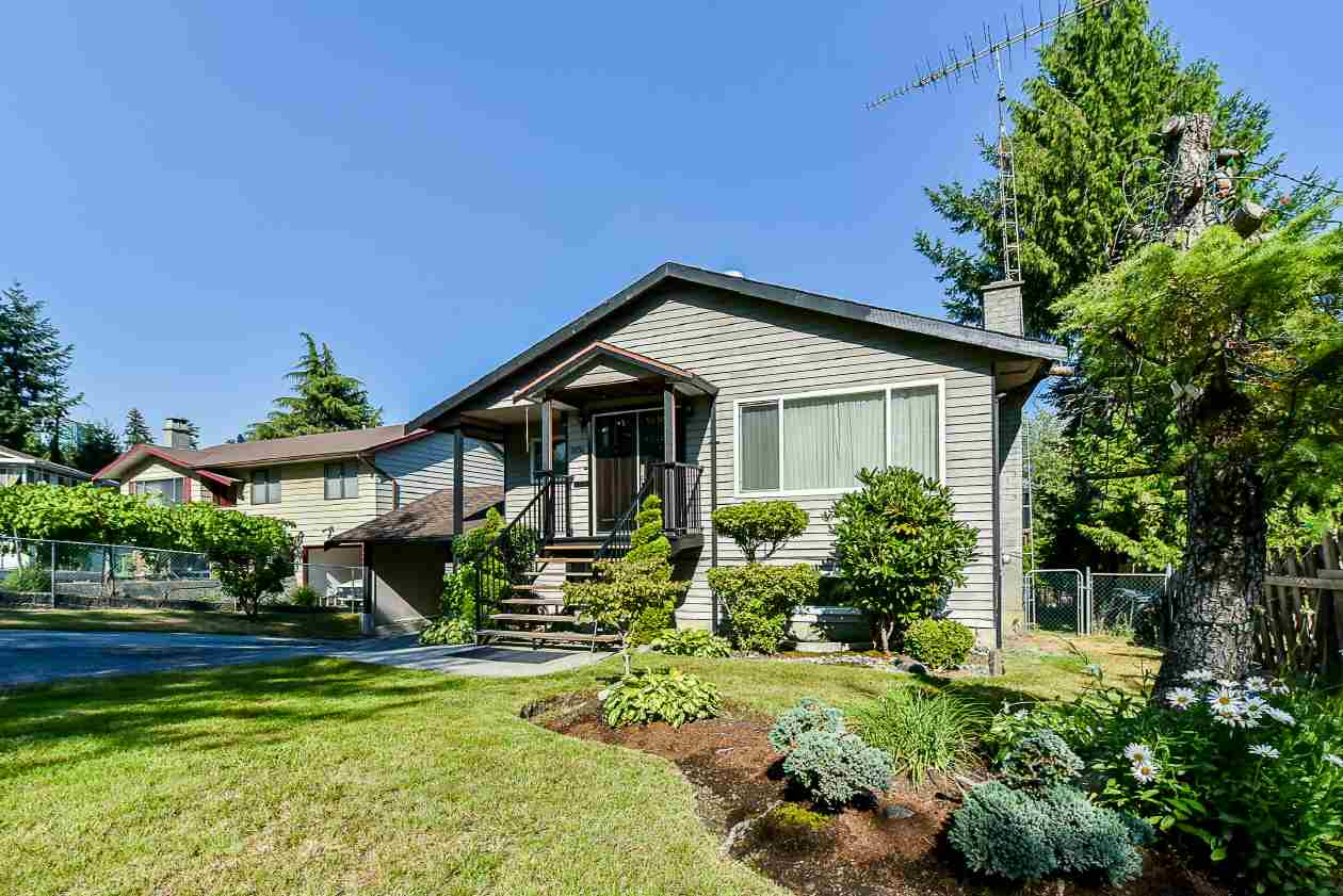 Detached at 9894 133 STREET, North Surrey, British Columbia. Image 2