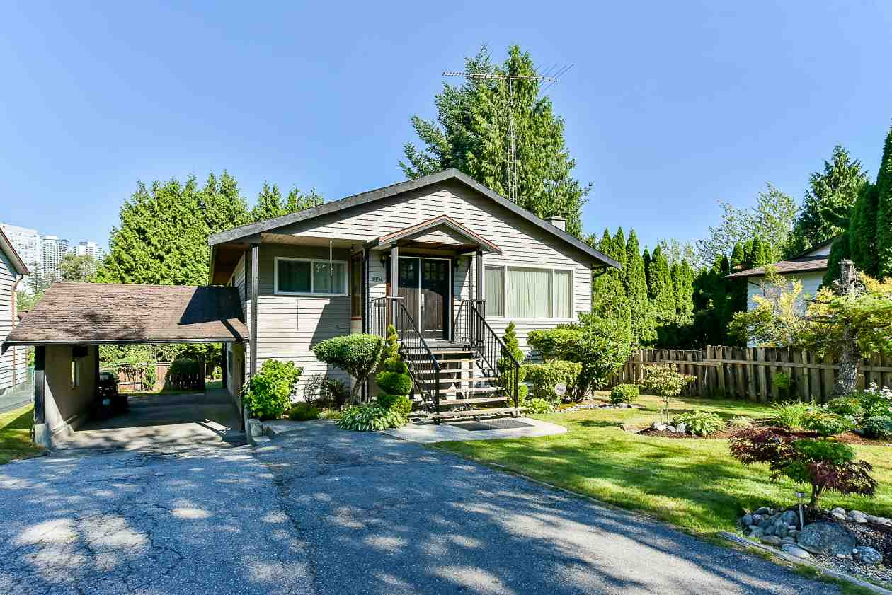 Detached at 9894 133 STREET, North Surrey, British Columbia. Image 3
