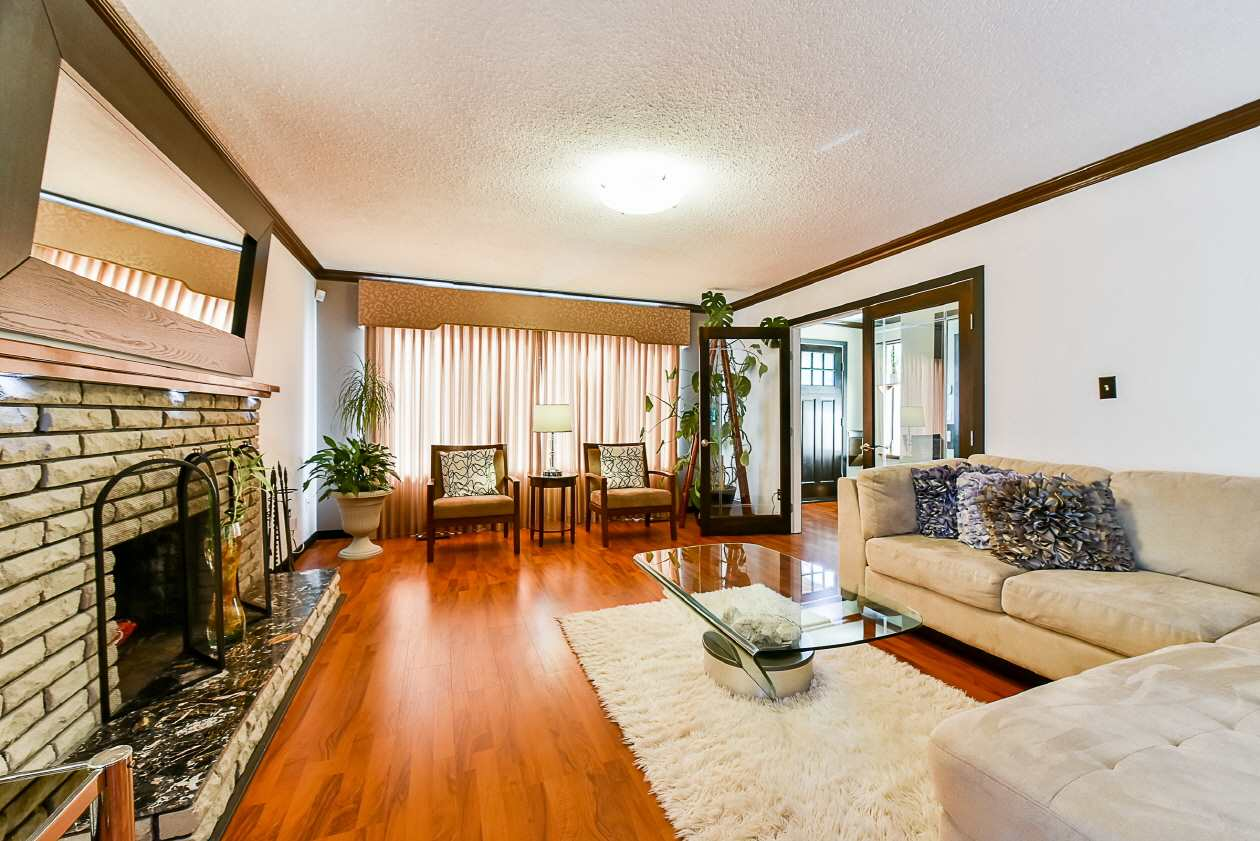 Detached at 9894 133 STREET, North Surrey, British Columbia. Image 5