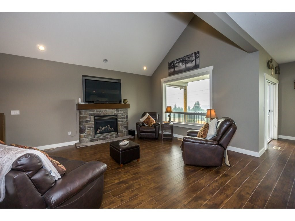 Detached at 51113 SOPHIE CRESCENT, Chilliwack, British Columbia. Image 3
