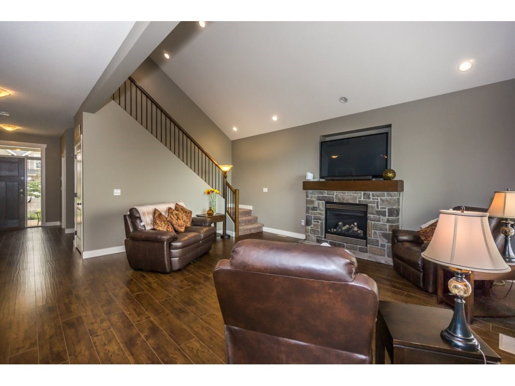 Detached at 51113 SOPHIE CRESCENT, Chilliwack, British Columbia. Image 4