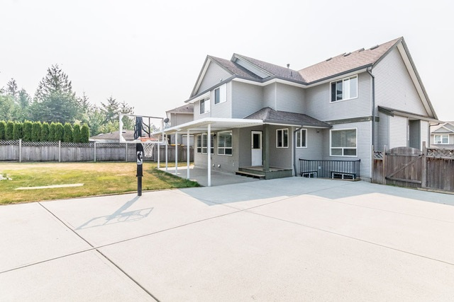 Detached at 3628 HERITAGE DRIVE, Abbotsford, British Columbia. Image 1