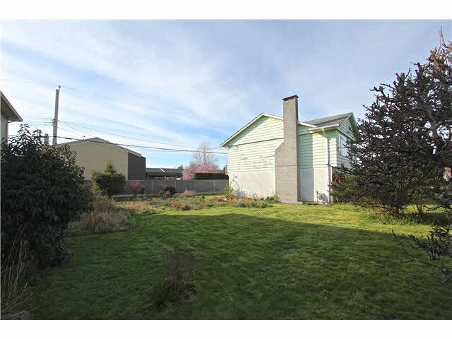 Detached at 11811 DUNFORD ROAD, Richmond, British Columbia. Image 3