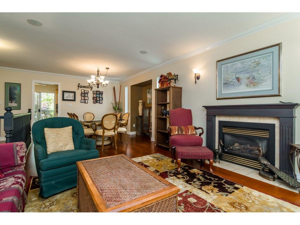 Detached at 21469 89TH AVENUE, Langley, British Columbia. Image 5