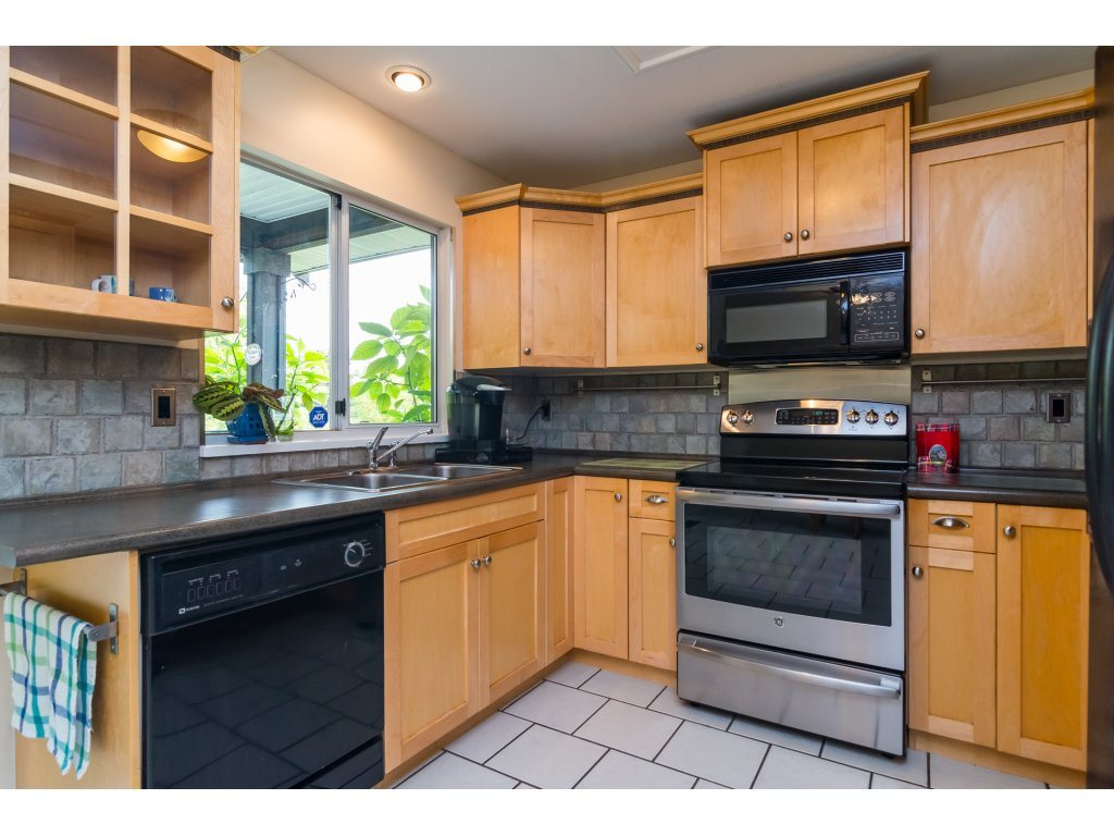 Detached at 21469 89TH AVENUE, Langley, British Columbia. Image 8