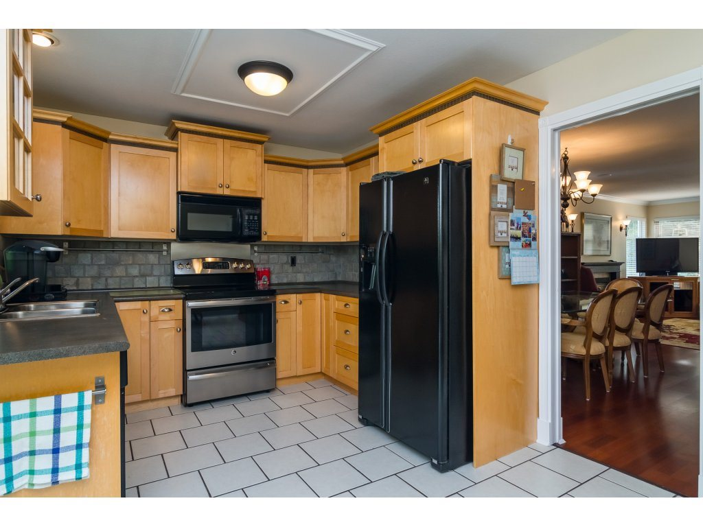 Detached at 21469 89TH AVENUE, Langley, British Columbia. Image 9