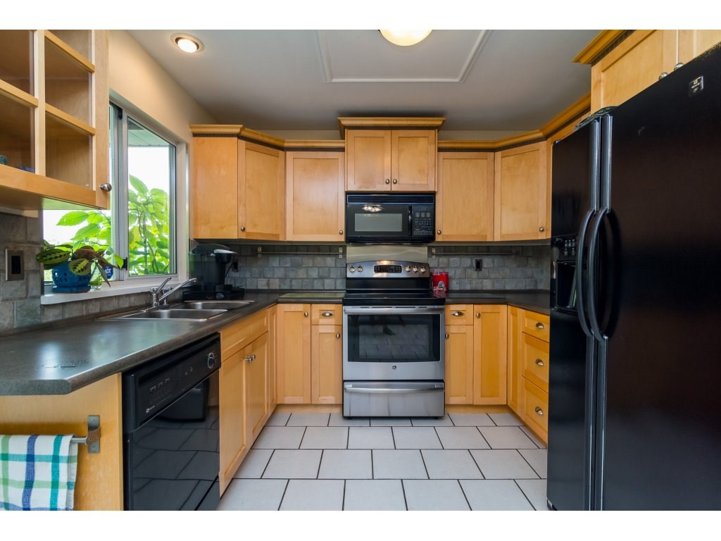 Detached at 21469 89TH AVENUE, Langley, British Columbia. Image 10