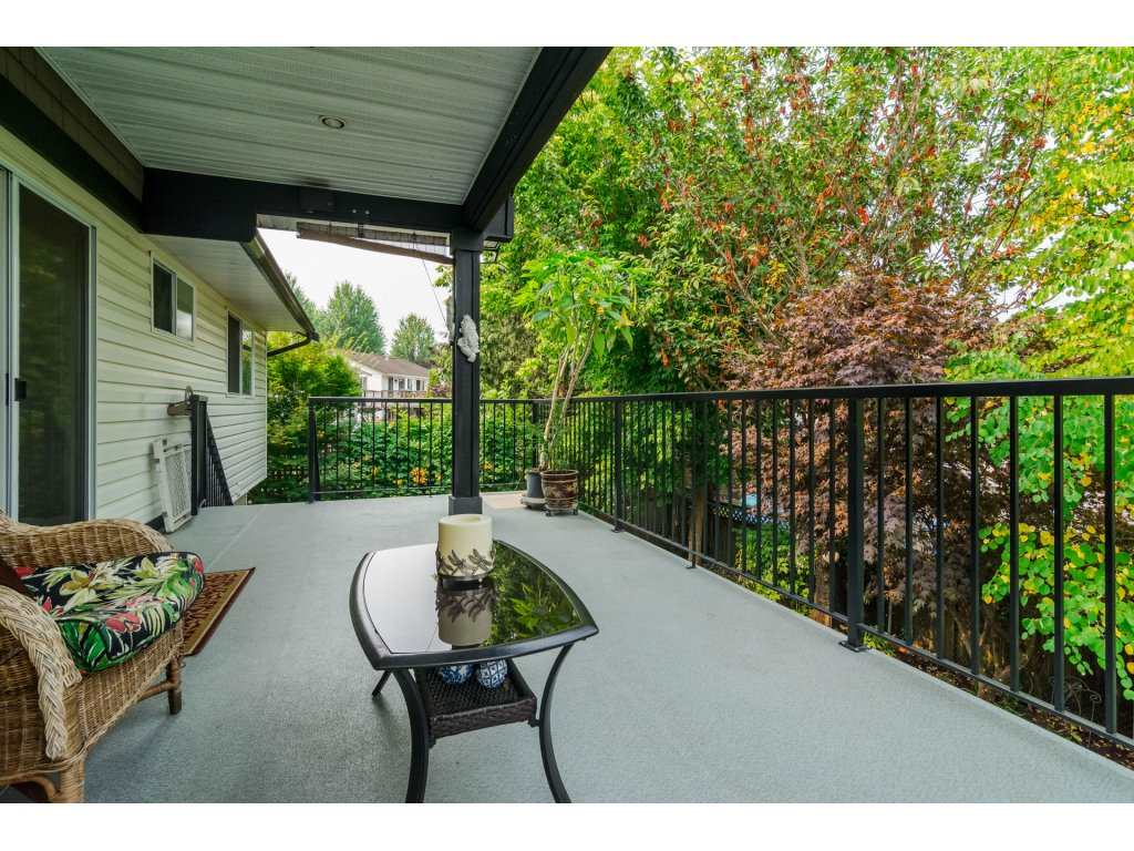 Detached at 21469 89TH AVENUE, Langley, British Columbia. Image 11