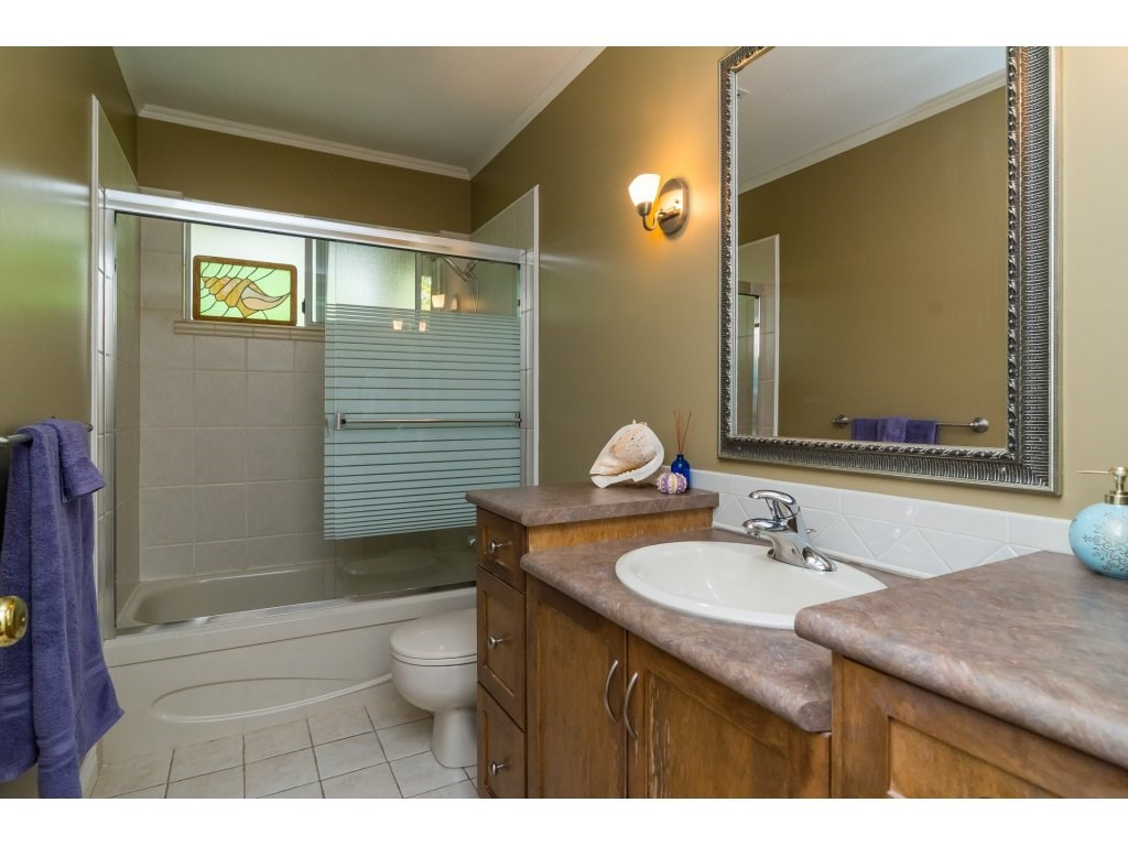 Detached at 21469 89TH AVENUE, Langley, British Columbia. Image 15