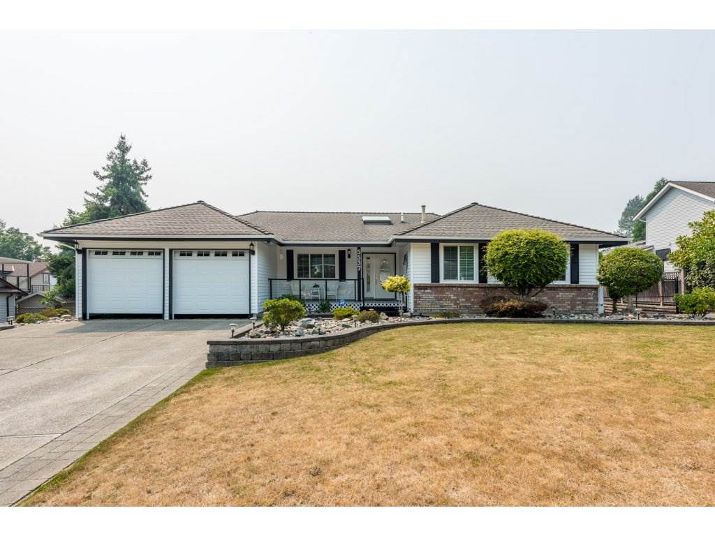 Detached at 5537 181A STREET, Cloverdale, British Columbia. Image 2