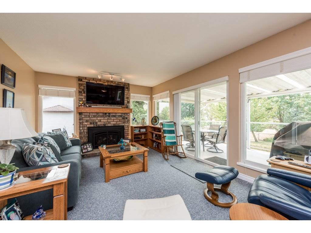 Detached at 5537 181A STREET, Cloverdale, British Columbia. Image 3