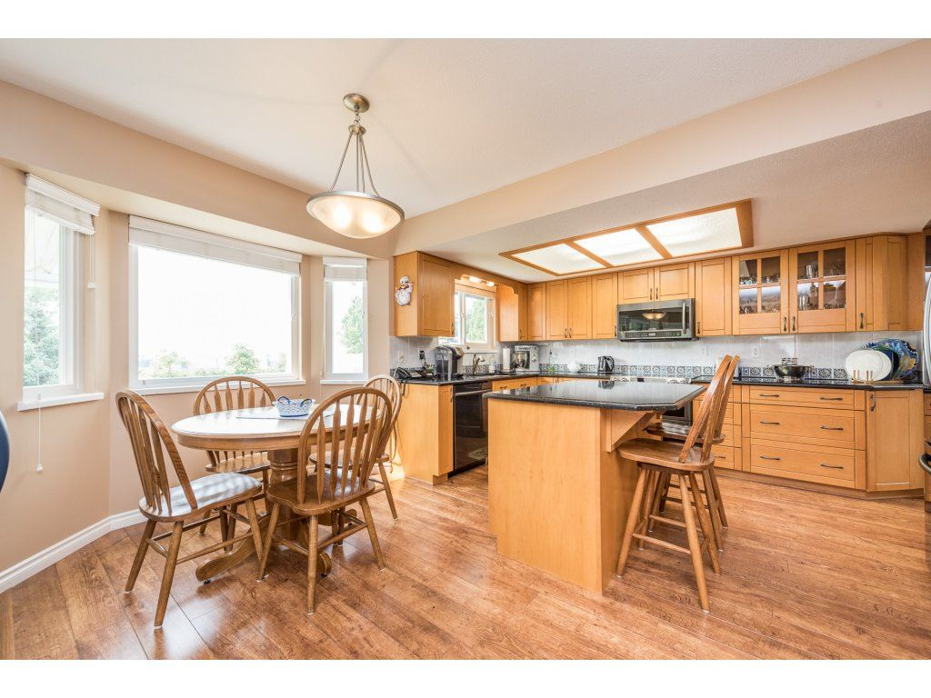 Detached at 5537 181A STREET, Cloverdale, British Columbia. Image 4