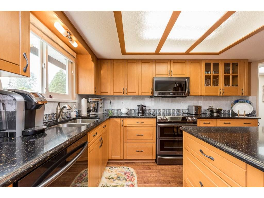 Detached at 5537 181A STREET, Cloverdale, British Columbia. Image 5