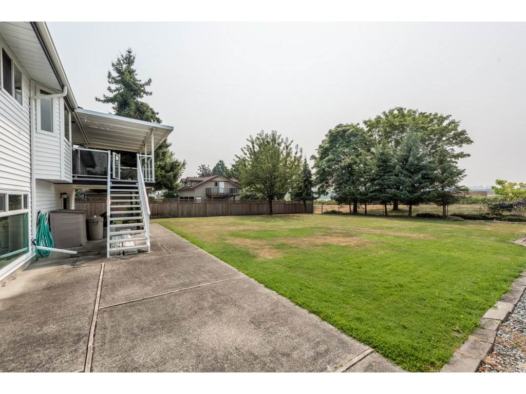 Detached at 5537 181A STREET, Cloverdale, British Columbia. Image 6
