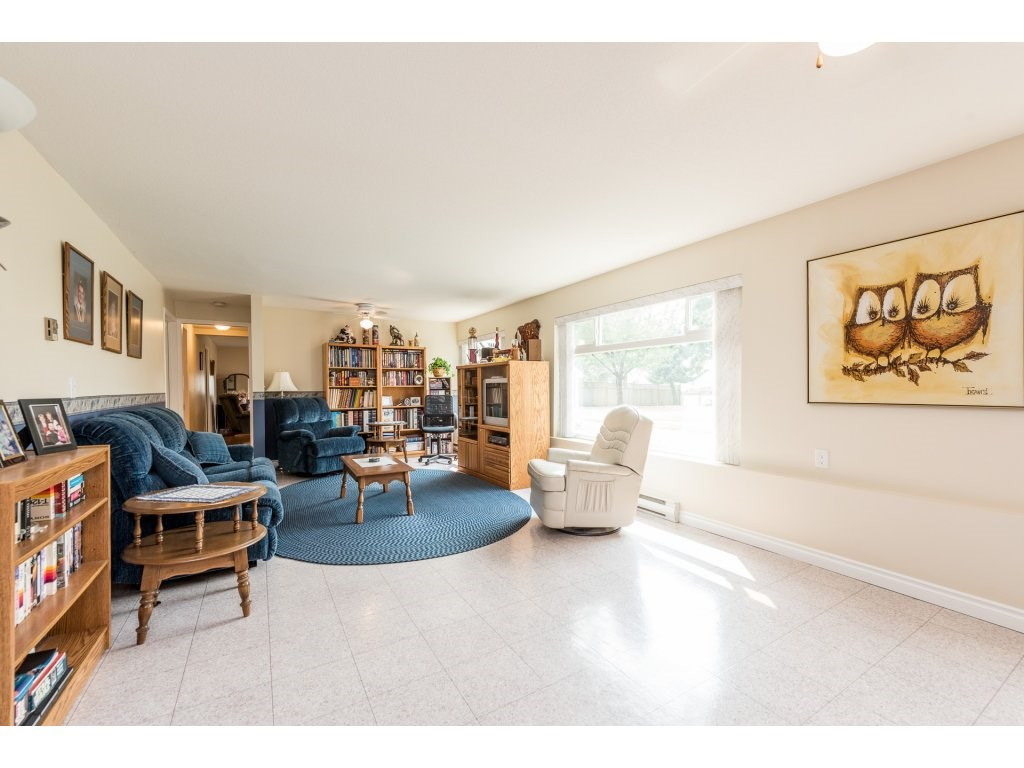 Detached at 5537 181A STREET, Cloverdale, British Columbia. Image 14