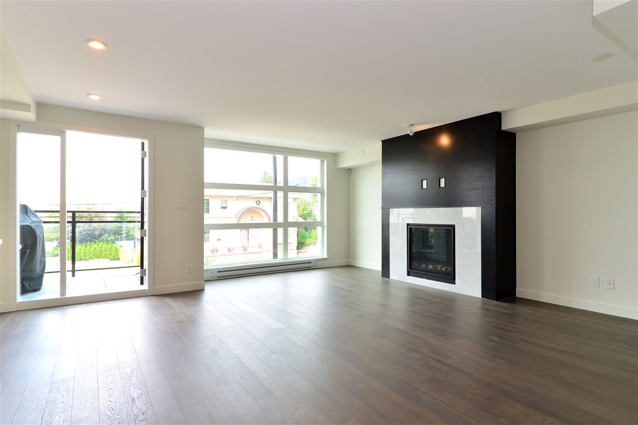 Condo Apartment at 203 1160 OXFORD STREET, Unit 203, South Surrey White Rock, British Columbia. Image 16