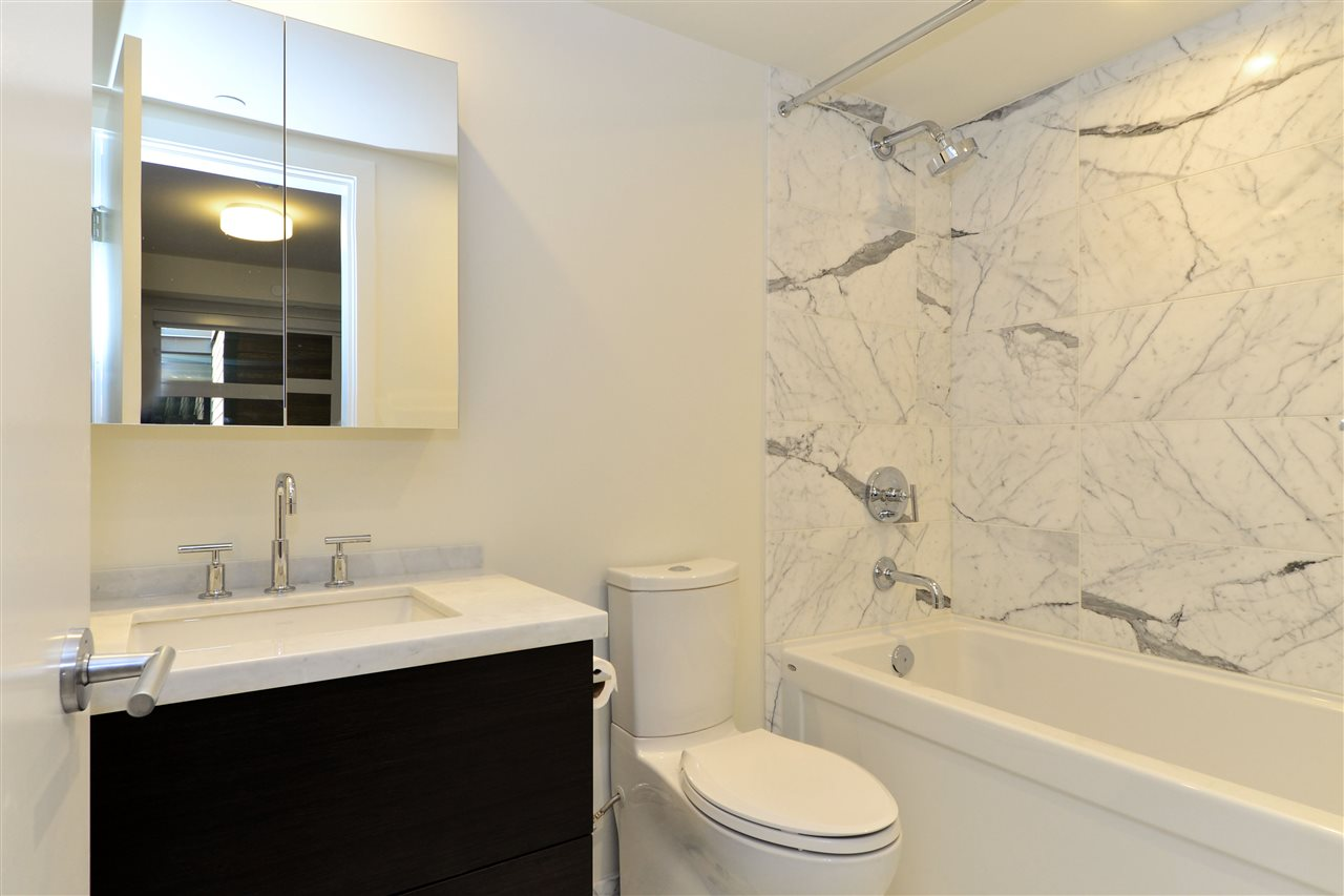 Condo Apartment at 203 1160 OXFORD STREET, Unit 203, South Surrey White Rock, British Columbia. Image 19