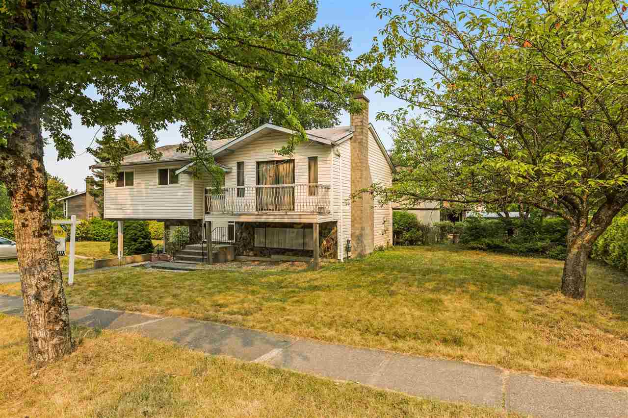Detached at 18201 61B AVENUE, Cloverdale, British Columbia. Image 2