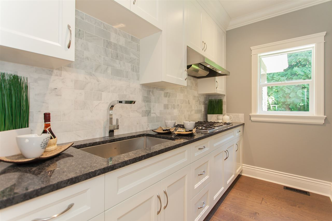 Detached at 13555 BALSAM CRESCENT, South Surrey White Rock, British Columbia. Image 8